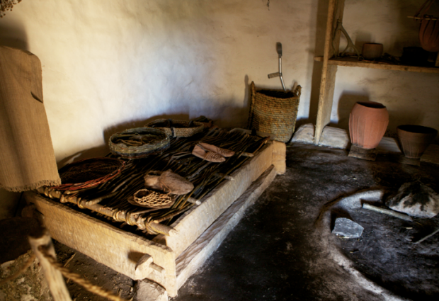 Inside the huts you can see what the weapons, pottery, tools and pieces of clothing were like during the Neolithic era