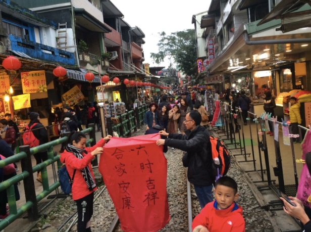 shifen flying lanterns in taiwan