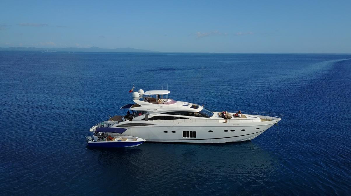 P85 ft. Luxury Yacht M/V Amphitrite | Postcardpretty.com