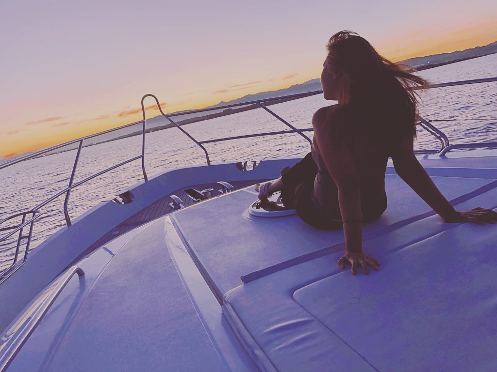Yacht Sunsets in Cebu, Philippines | Postcardpretty.com